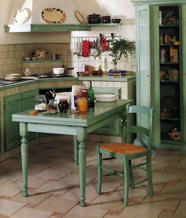 Stile antico progettazione e realizzazione di mobili su for Cucine legno massello